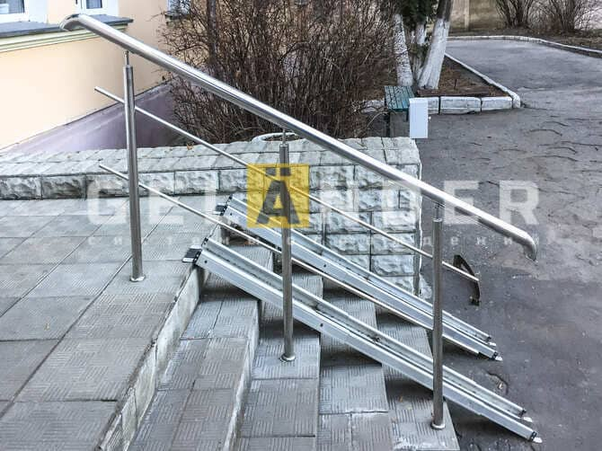 Железнодорожная больница, г. Орёл; ограждений лестниц промсервис