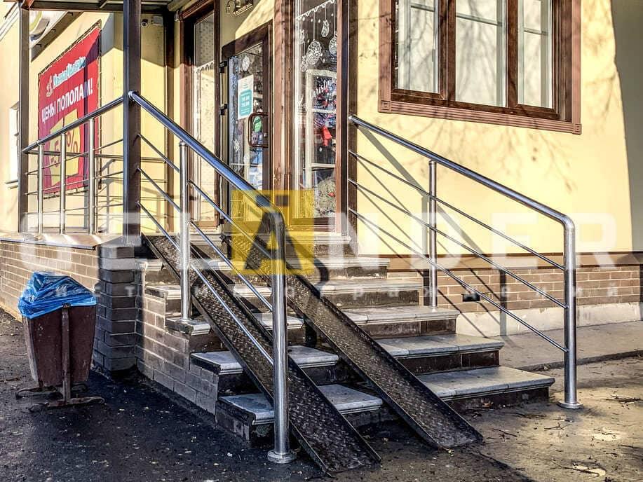 Магазин детской одежды, г. Орёл; ограждений лестниц промсервис
