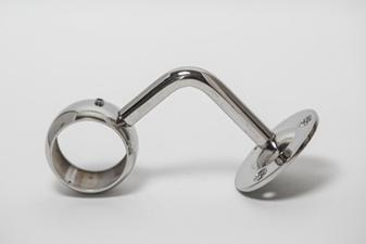 Пристенный сквозной держатель поручня д. 42,4мм, зеркальный. ограждений лестниц промсервис